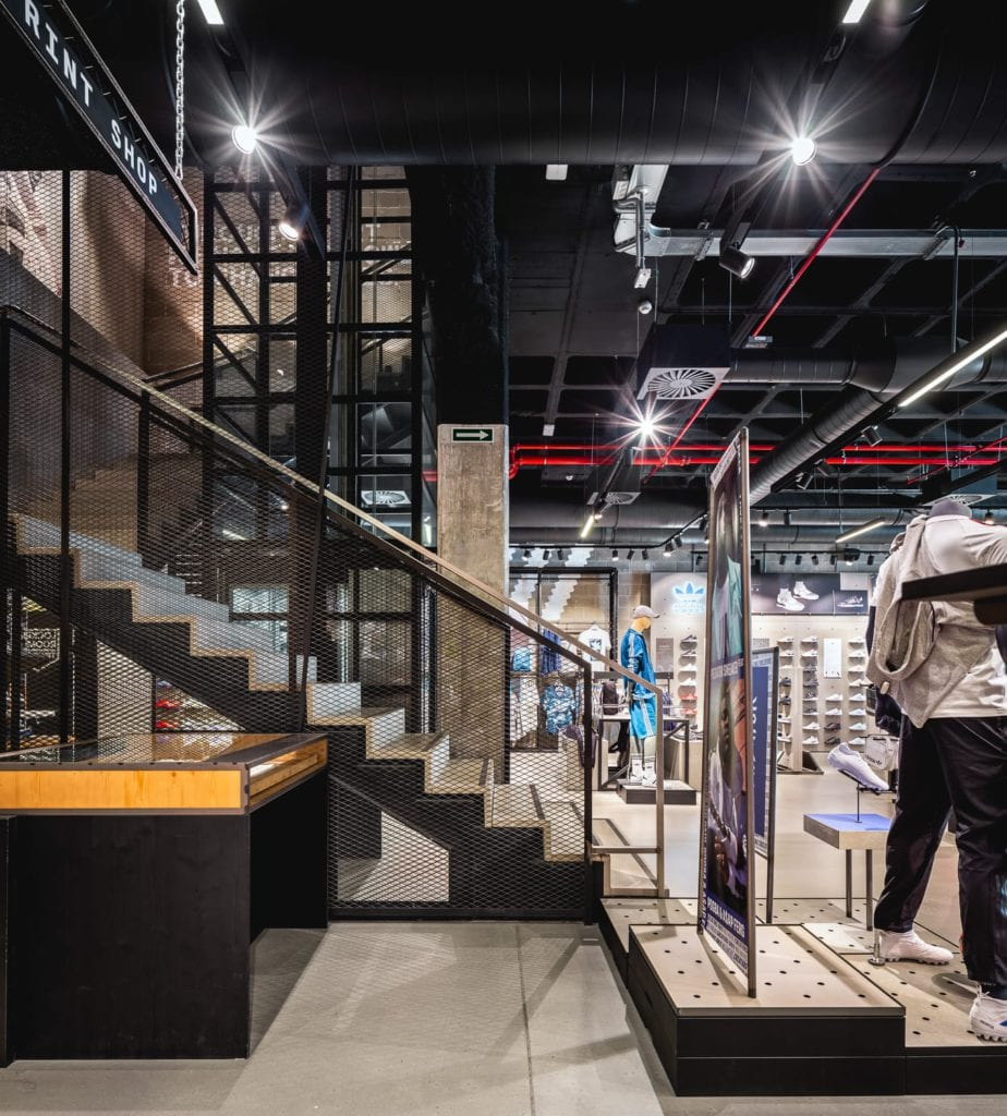 asesinato Pantera fusión  Local Adidas en el Centro Comercial Glories - Qualis